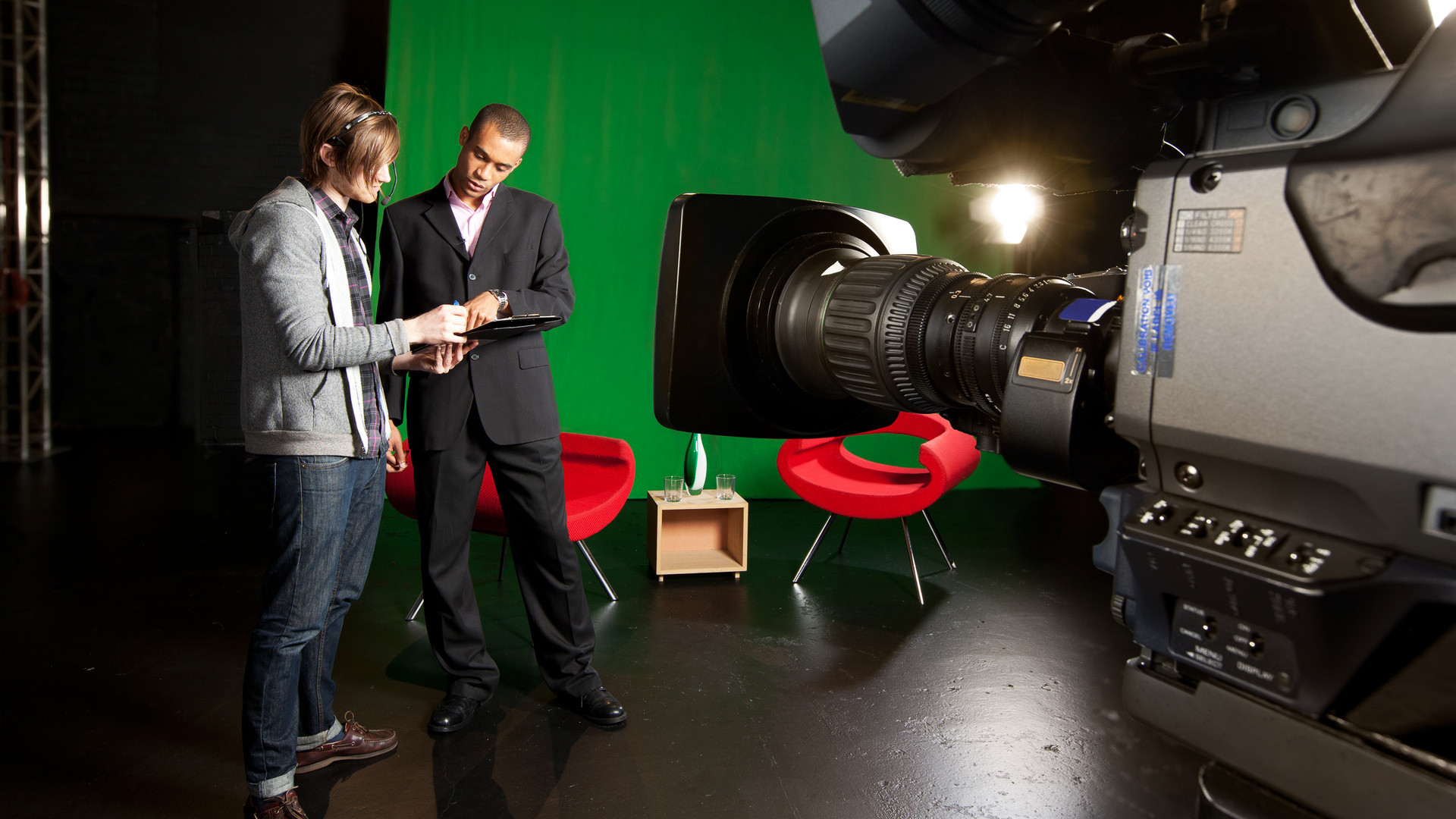 How to Make Employees the Perfect Stars in Your Videos