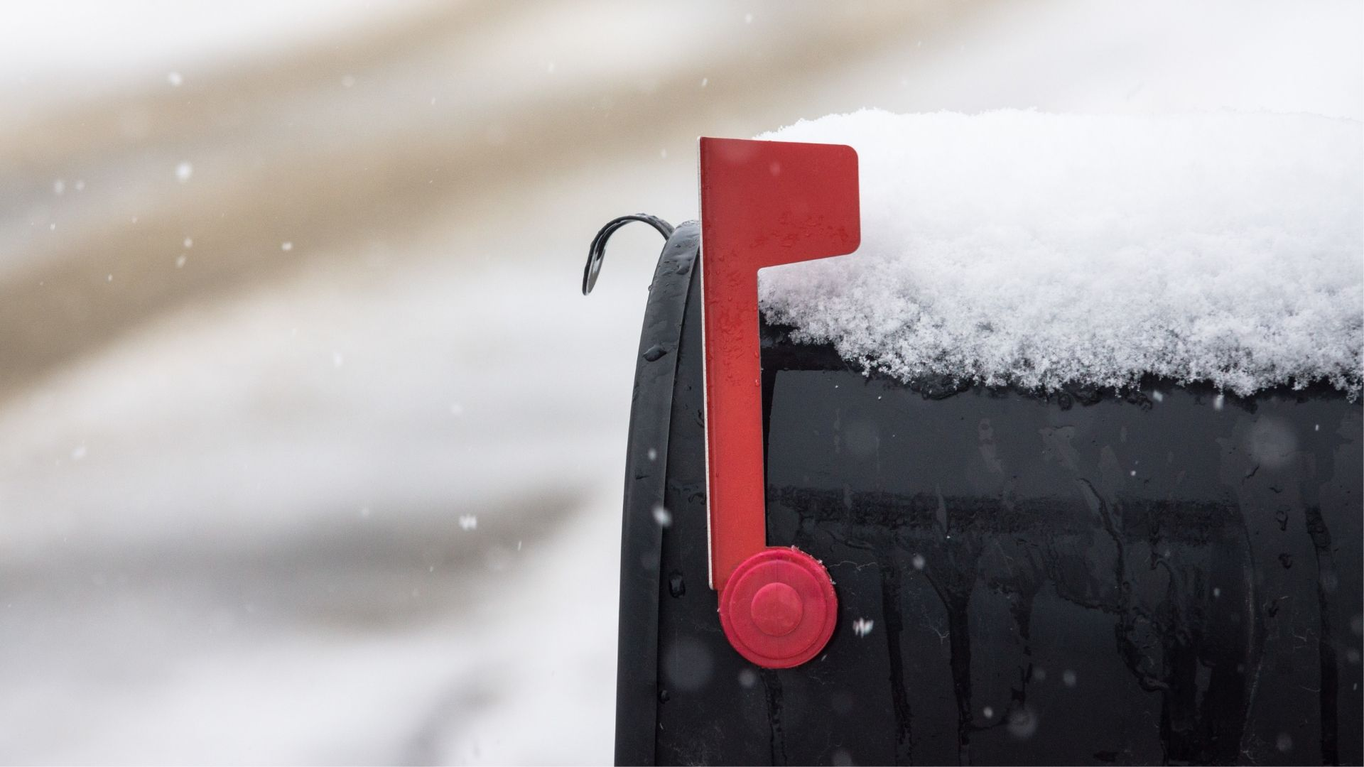 Want to Maximize Cold Email Intrigue? Show, Don't Tell